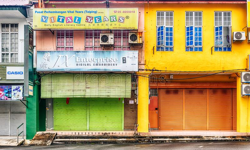 Fasader av de gamla koloniinvånarehusen i staden av Taiping i Mal arkivbild