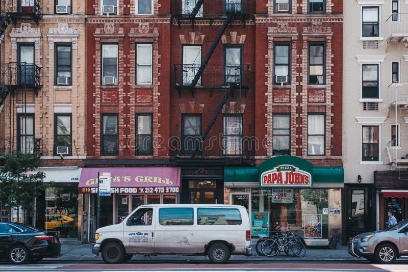 Fasader av det typiska flerbostadshuset med brandflykter i Manhattan, New York, USA fotografering för bildbyråer