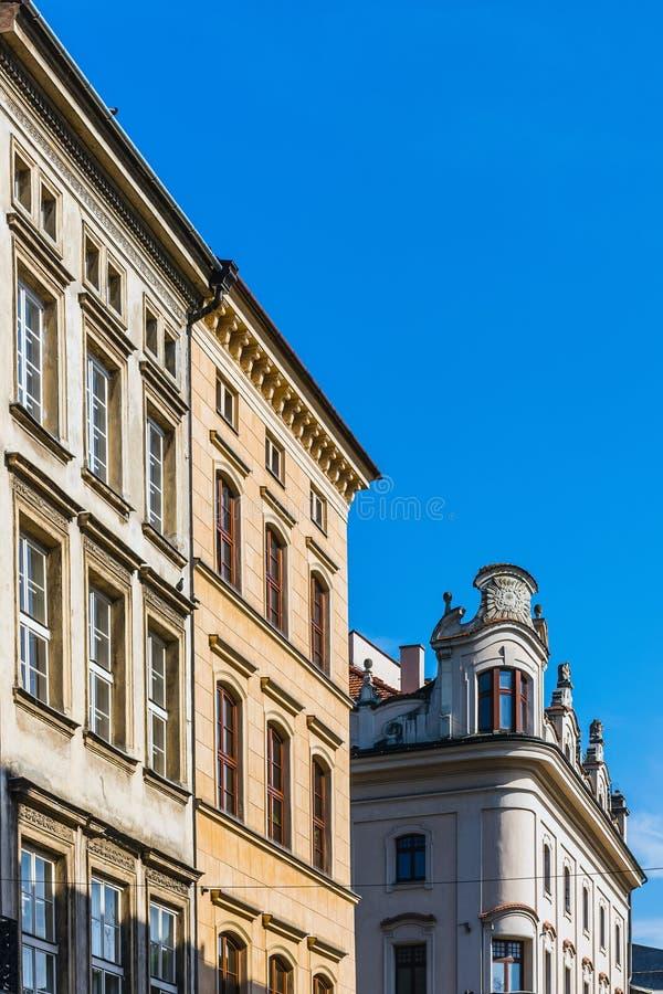 Fasader av forntida hyreshusar royaltyfria foton