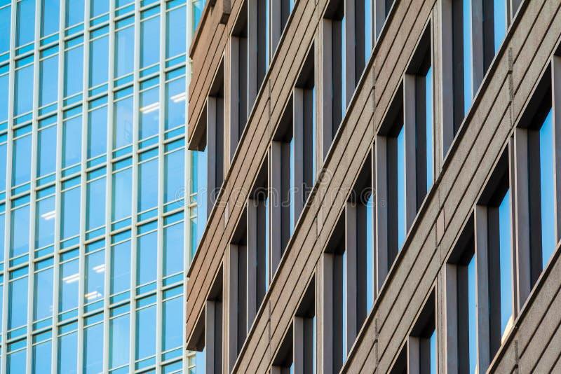 Fasader av två kontorsskyskrapor, Atlanta, USA royaltyfri fotografi