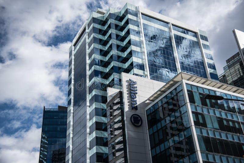Fasadowy budynek Allianz, jest światu wielkim firmą ubezpieczeniową, zarządzaniem aktywami i fotografia royalty free