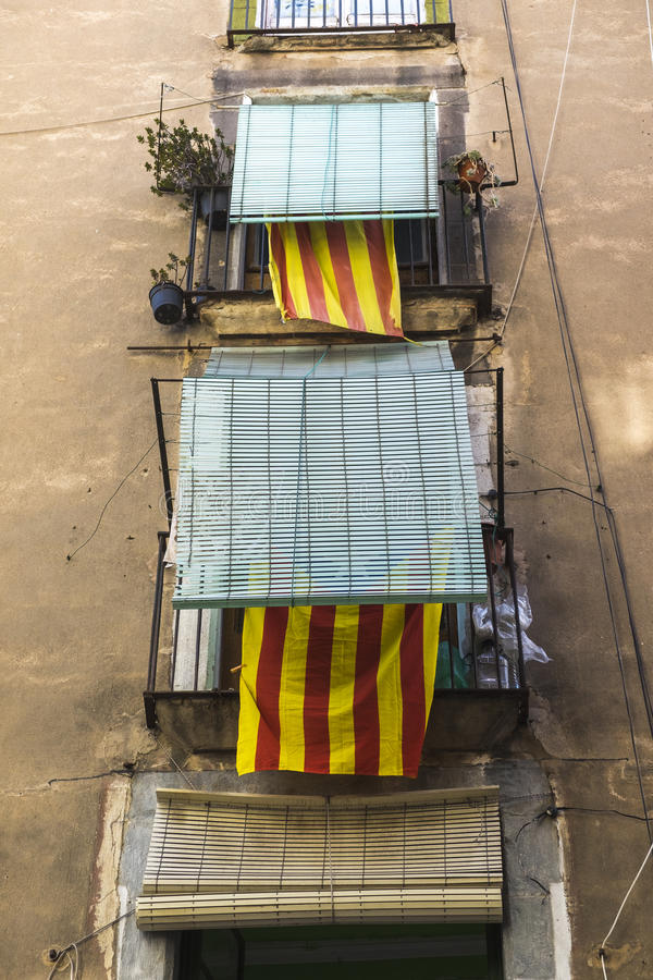 Fasadowy budynek z flaga Catalonia zdjęcia royalty free