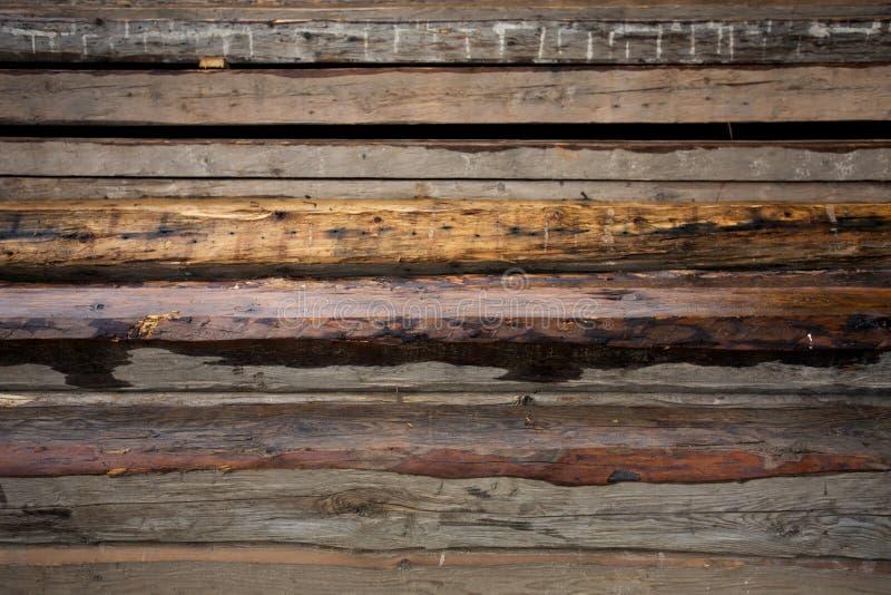 Fasci di legno Tetto che sviluppa le componenti di legno Esterno con materiale da costruzione immagine stock libera da diritti