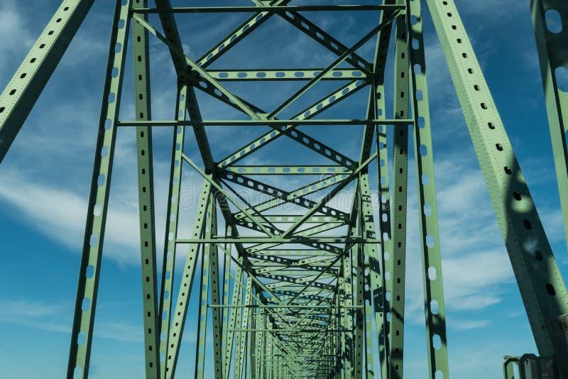 Fasci verdi del metallo del ponte del ponte di Megler - di Astoria in Astoria, Oregon, U.S.A. immagini stock