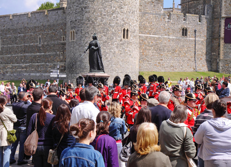 Fascia militare in marcia da Windsor Castle immagine stock libera da diritti