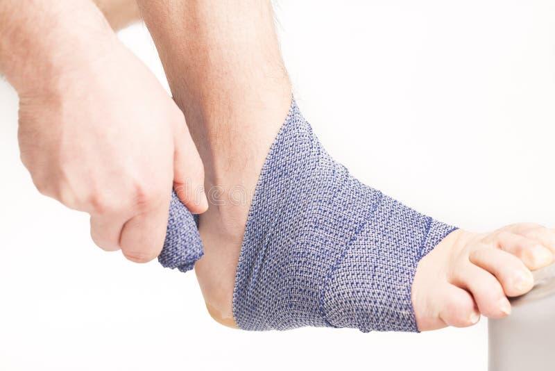 Fasciatura della caviglia del piede immagine stock libera da diritti