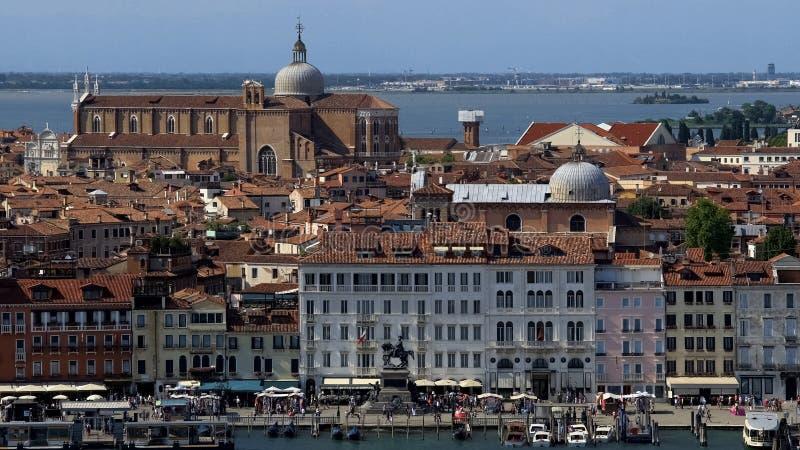 Fascinera forntida Venedig arkitektur, turism och dragningar, sommar Italien royaltyfri bild