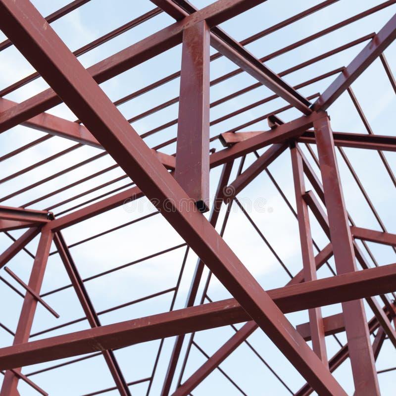 Fascio dell'acciaio per costruzioni edili sul tetto di costruzione residenziale immagini stock libere da diritti