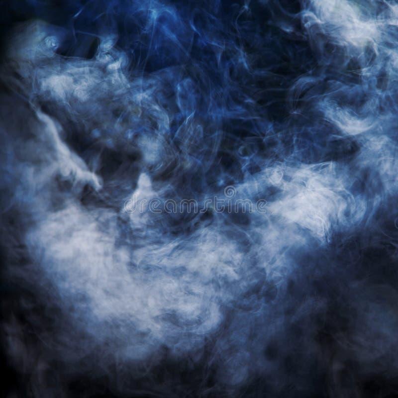 Fascio luminoso illuminato fumo. fotografie stock