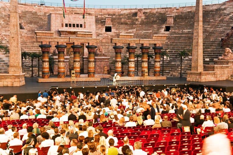 Fase com Aida Scenery nos di Verona da arena, Itália fotografia de stock