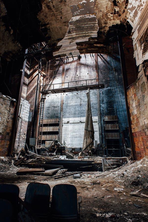 Fase de desmoronamento - teatro abandonado de Paramount - Youngstown, Ohio imagem de stock royalty free