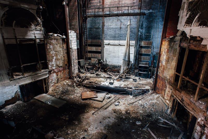 Fase de desmoronamento - teatro abandonado de Paramount - Youngstown, Ohio imagem de stock