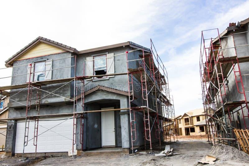 Fase dello stucco di nuova costruzione domestica immagine stock