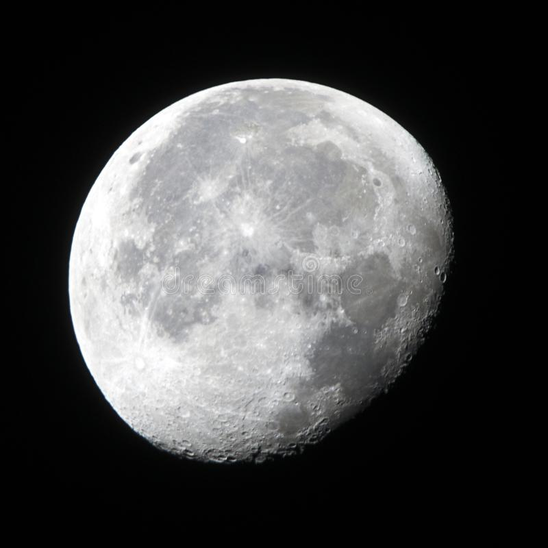 Fase Gibbous calante della luna fotografie stock