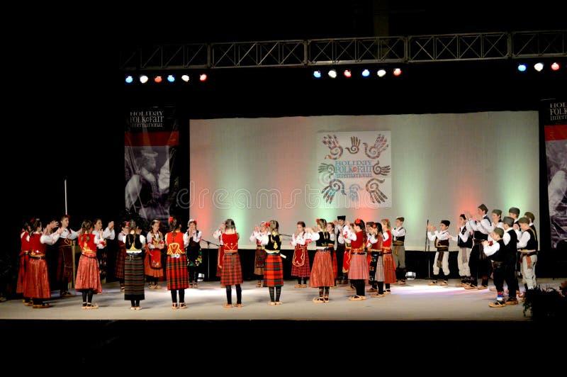 Fase sérvio dos dançarinos da juventude fotos de stock