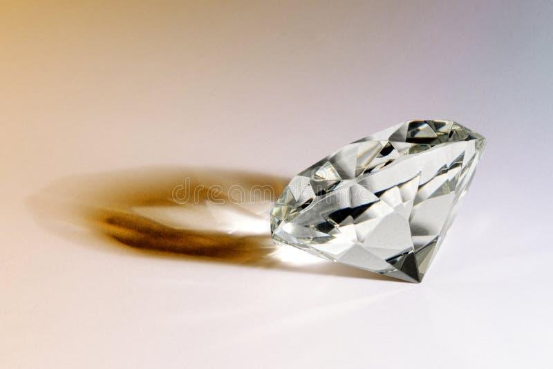 Fasetterad gemstone eller diamant med skugga fotografering för bildbyråer