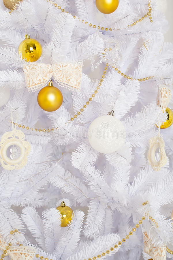 Free Fashion Christmas Tree, White With Gold Balls Royalty Free Stock Photo - 46929005