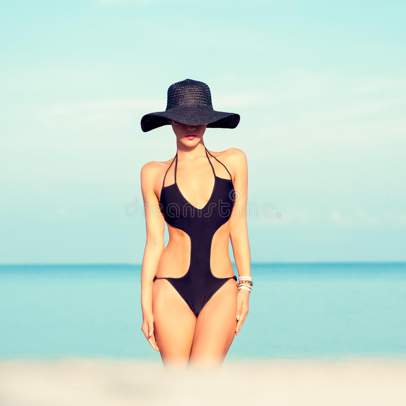 Free Fashion Girl On The Beach Royalty Free Stock Photography - 31700427