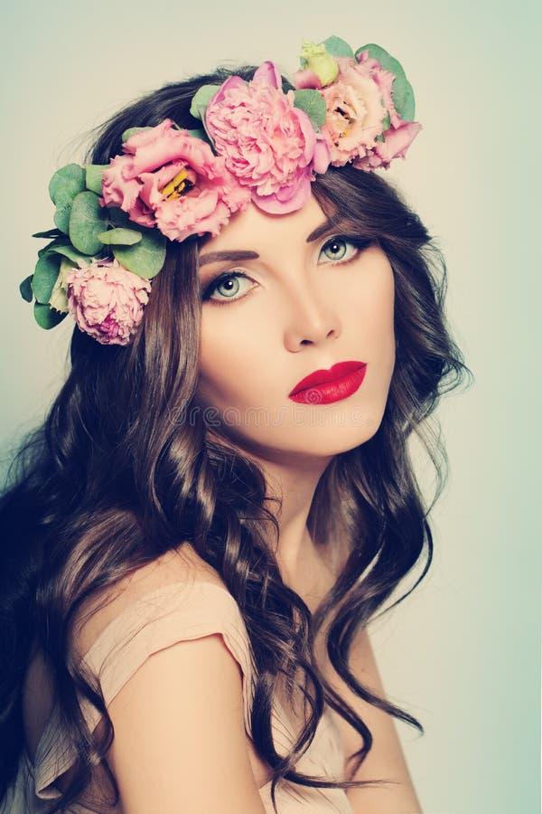 fashion kvinnan skönhetbrunnsort fotografering för bildbyråer