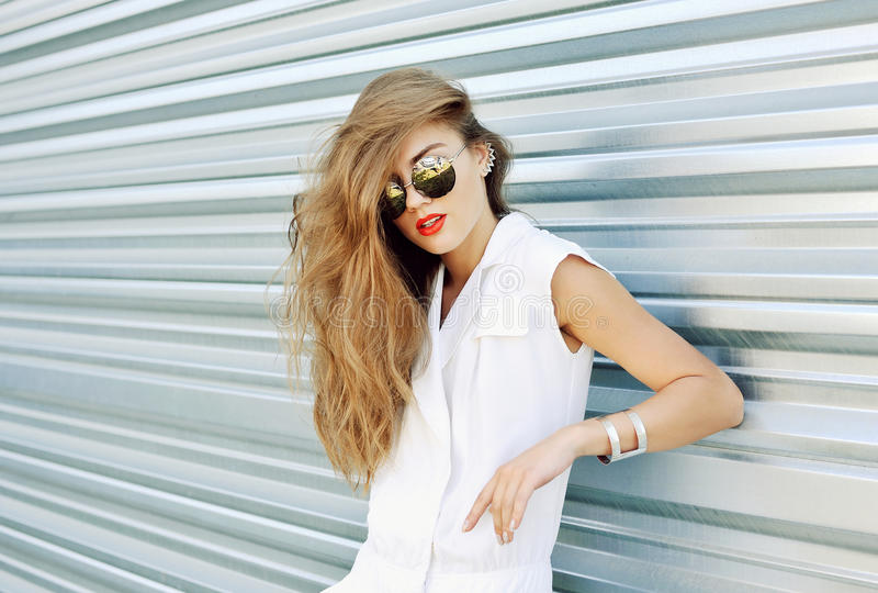 Fashion portrait of a beautiful woman in sunglasses and summer d royalty free stock photos