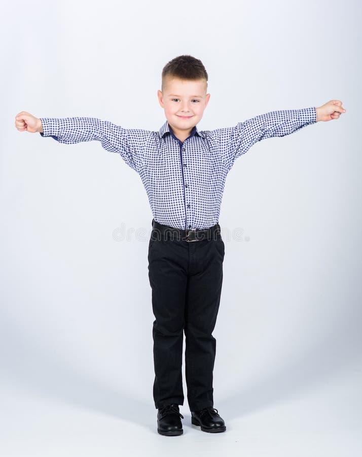 fashion ungar Sm?f?retagare Aff?rsskola S?ker pojke Uppfostran och utveckling Pysen bär formellt arkivfoto
