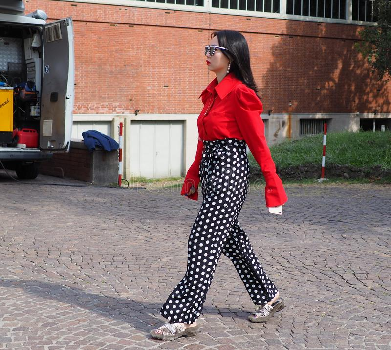 MILAN, Italy: 22 september 2018: Fashionable woman in streetstyle outfit. Fashionable asian woman street style outfit before Philosophy di Lorenzo Serafini stock photography