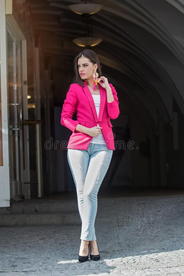 Fashionably geklede vrouw royalty-vrije stock fotografie