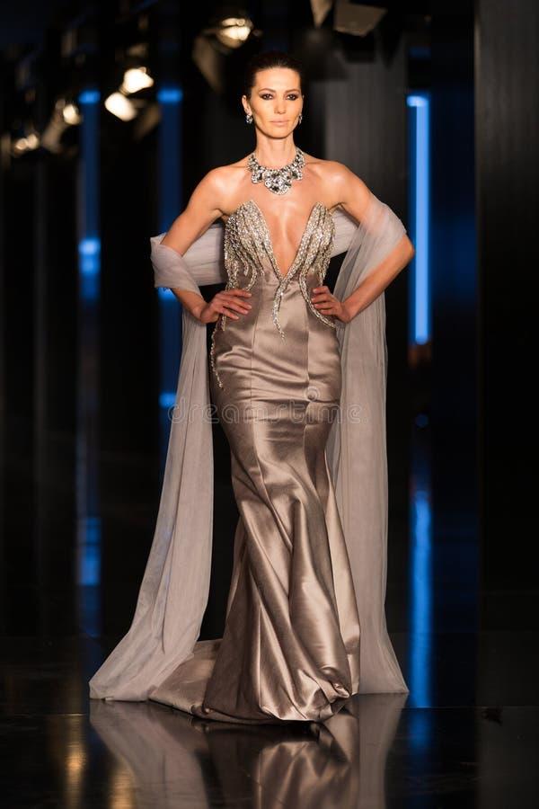 Download Fashionist mody jarmark zdjęcie editorial. Obraz złożonej z dziewczyna - 57672686