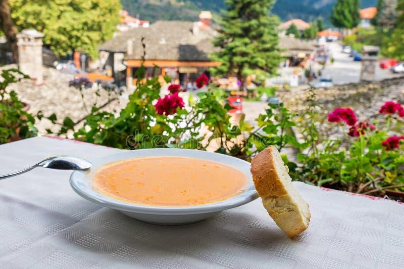 Fasolada grekisk bönasoppa Grekland royaltyfri foto