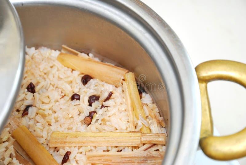 fasoli garnka czerwony ryżowy unpolished zdjęcia stock