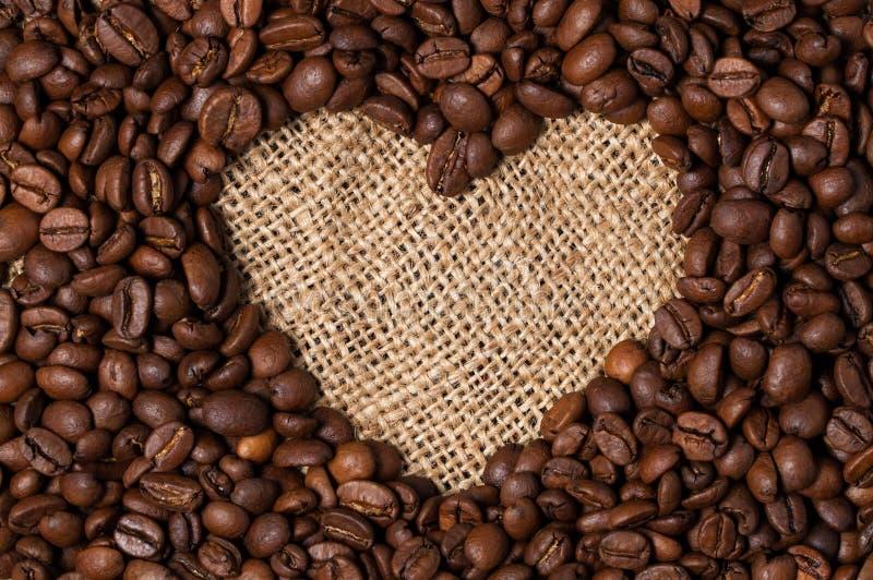 fasoli kawowy serce odizolowywający przedmiot Zakończenie obrazy royalty free