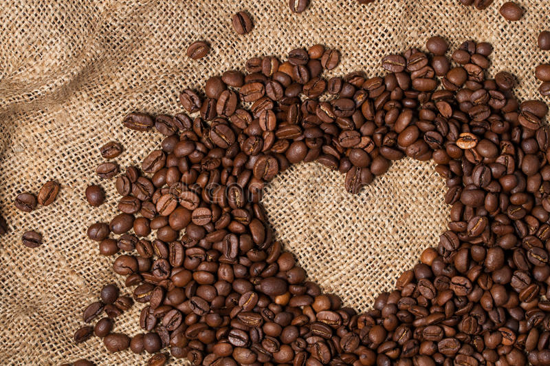 fasoli kawowy serce odizolowywający przedmiot Zakończenie zdjęcie royalty free