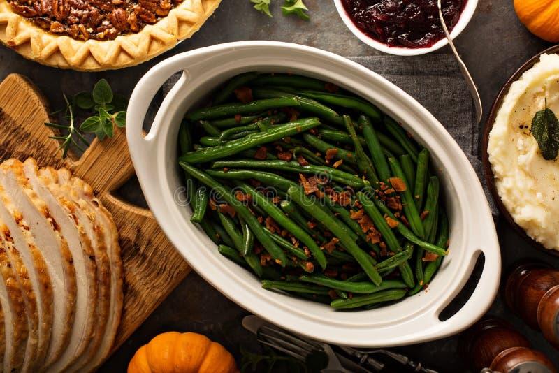 Fasolki szparagowe z bekonem dla dziękczynienia lub Bożenarodzeniowego gościa restauracji fotografia stock