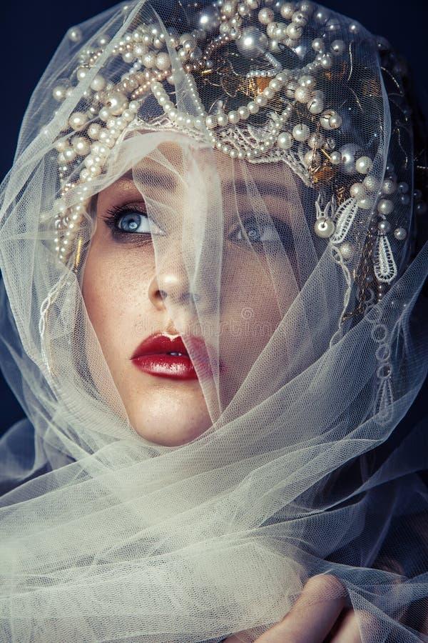 Fasonuje piękno portret młoda piękna młoda kobieta z makeup i piegi na ona twarz obrazy royalty free