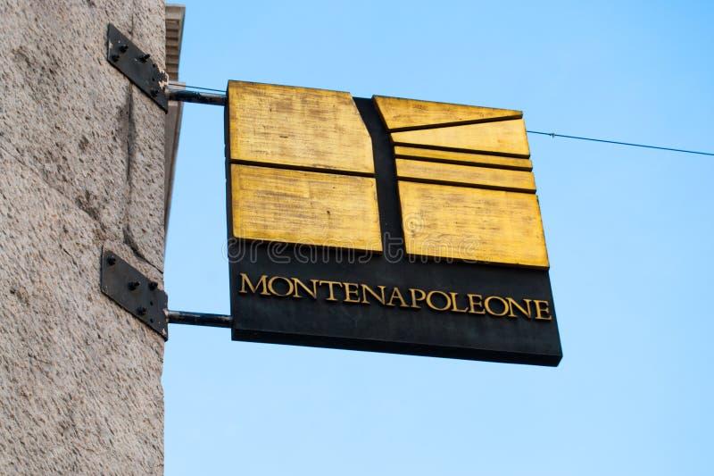 Fasonuje plakietę Monte Napoleone ulica w Mediolan obraz royalty free