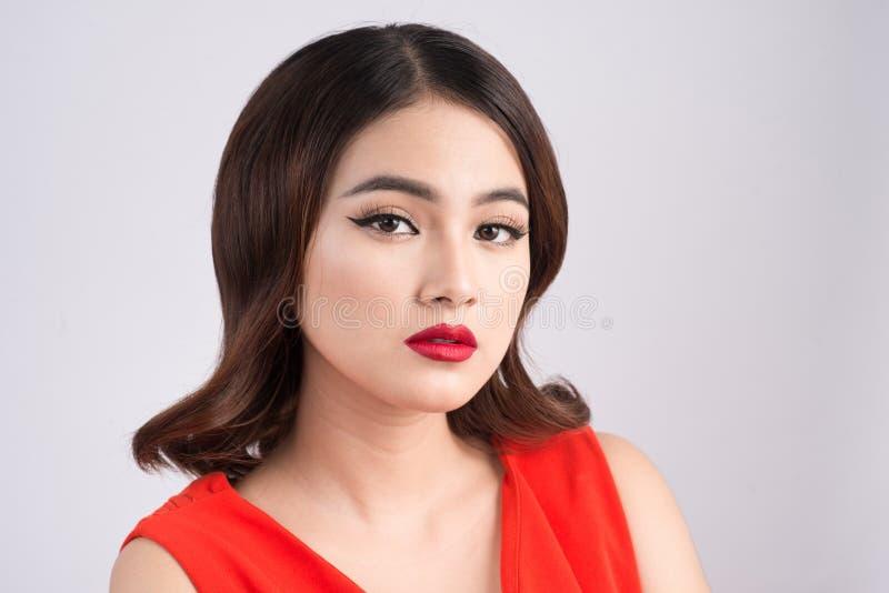 Fasonuje pracownianego portret wspaniała zmysłowa azjatykcia kobieta z dar fotografia royalty free