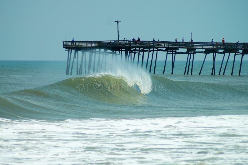 Fass-Welle Avalon Pier, äußere Banken des North Carolina stockbilder