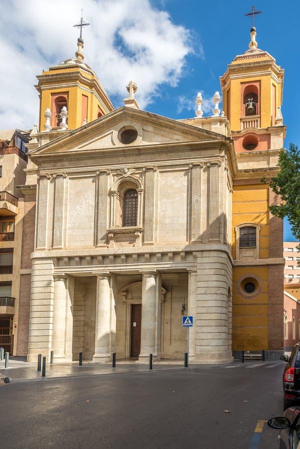 Fassade der Kirche San Pedro in Almeria, Spanien lizenzfreie stockbilder