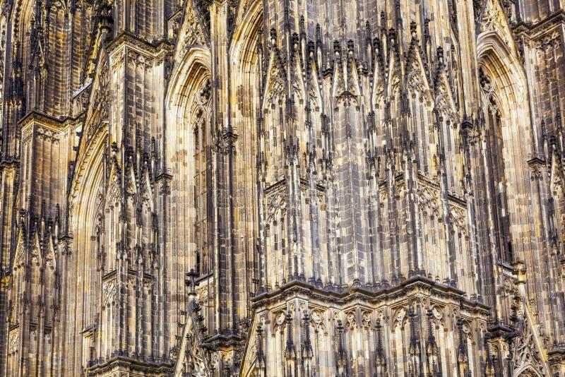 Fassade der schönen Haube im Cologne lizenzfreie stockfotografie