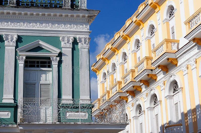 Fassade der typischen Kolonialgebäudeentwicklung stockfotografie