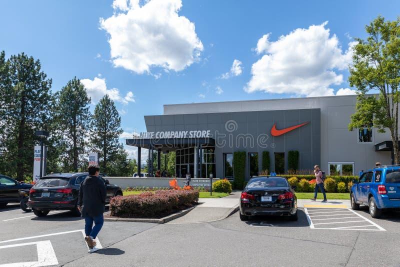 Fassade des Nike-Firmenshops in Beaverton, Oregon lizenzfreie stockfotos