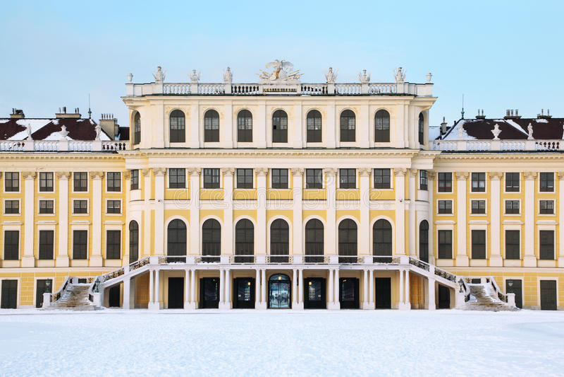 Fassade des Schonbrunn Palastes am Winter stockbilder