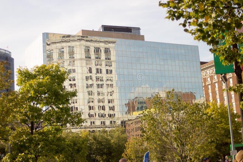 Fassade des Wolkenkratzers stockbilder
