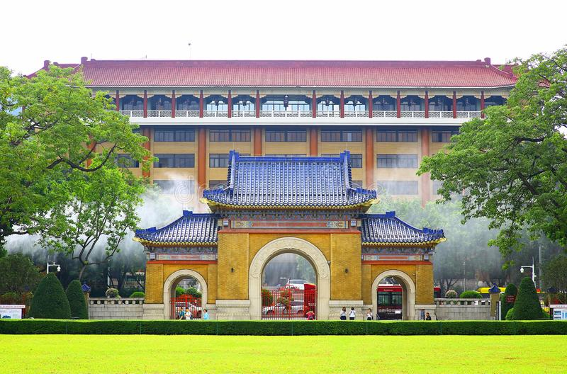 Fassade, die zu Sun- Yat-sengedenkhalle in Guangzhou, Porzellan führt stockfotografie