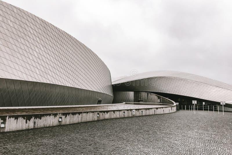 Fassade eines modernen skandinavischen Gebäudes stockbild