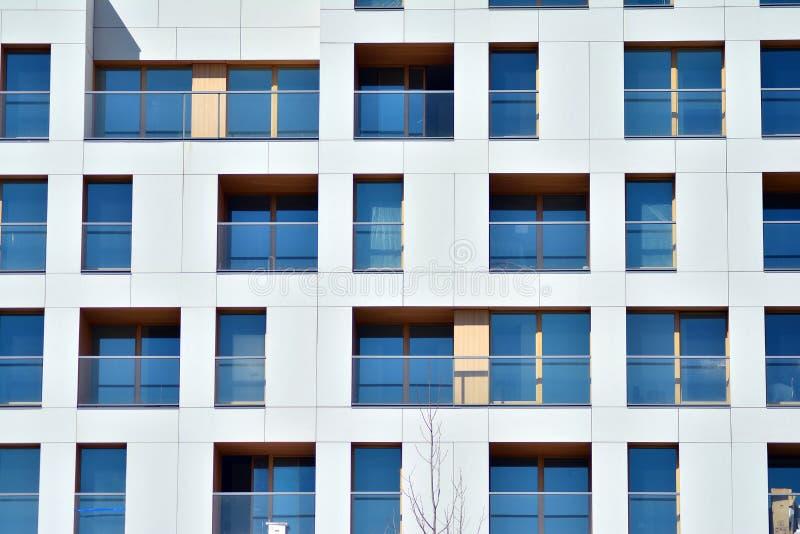 Fassade eines modernen Wohngebäudes stockfotografie
