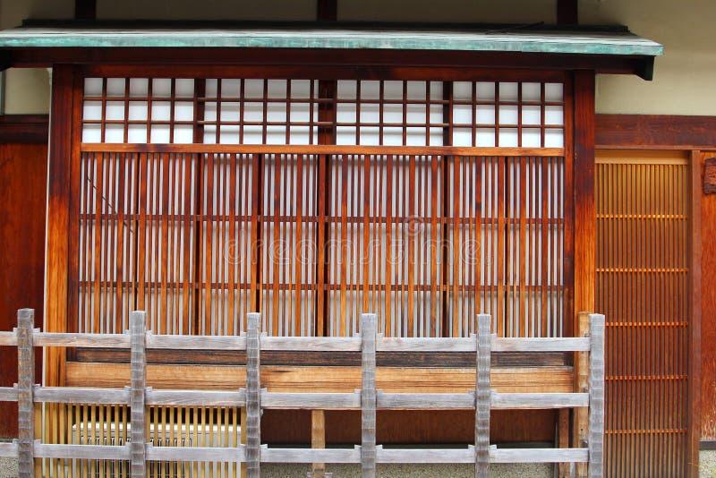 Fassade traditionelles hölzernes Japanse-Haus, Gions-Bezirk, Kyoto stockbild