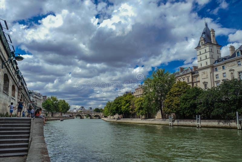 Fassade von Conciergerie in Paris lizenzfreie stockbilder