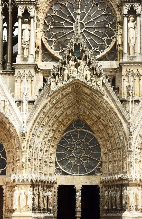 Fassade von Kathedralen-Notre-Dame-De Reims lizenzfreie stockfotografie