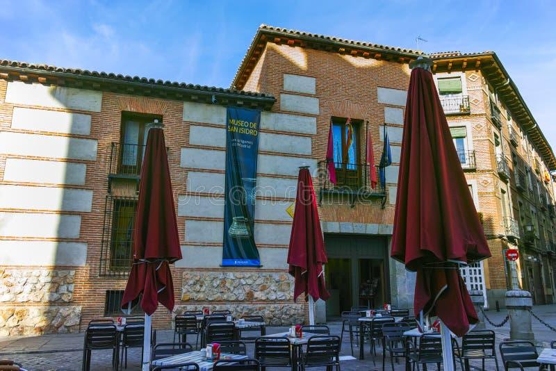 Fassade von typischen Gebäuden und von Straßen in der Stadt von Madrid lizenzfreie stockfotografie